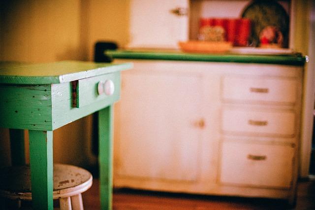 食器棚の引き出しがいつのまにか開いてしまうのを簡単になおせた方法